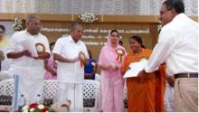 Hon'ble MoS FPI Sadhvi Niranjan Jyoti handing over allotment letter to one of the units being set up inside KINFRA Mega Food Park